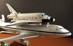 NASA Space Shuttle Discovery piggy back the Special Boeing ...