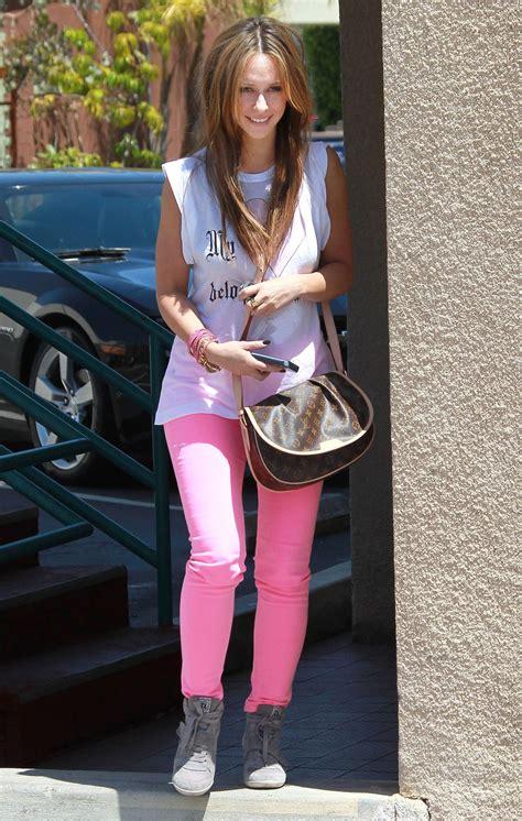 jennifer love hewitt  pink pants running errands  los angeles hawtcelebs