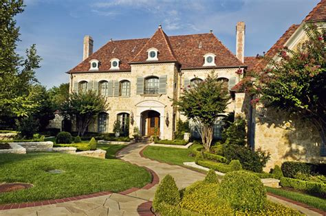 20 French Country Home Exterior Design Ideas (with Pictures