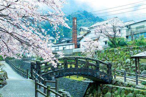 A Food Lover's Guide to Fukuoka — Hashtag Legend