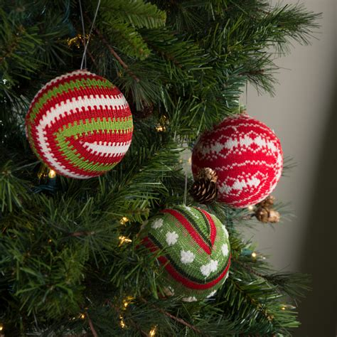 4 quot knit christmas ball ornament set of 3 assorted red