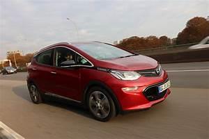 Opel Ampera Commercialisation : vid o l 39 opel ampera e jusqu 39 la panne combien de kilom tres peut on faire en une seule charge ~ Medecine-chirurgie-esthetiques.com Avis de Voitures