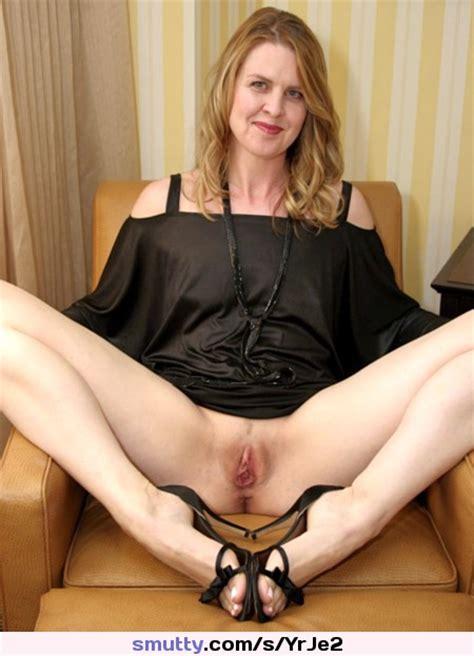 hot sexy blonde pussy auf betten