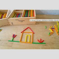 Kleines Häuschen Mit Dem Fröbel Material (spielgaben) Zum
