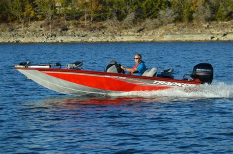 Bass Tracker Jet Boat Reviews by 2017 Tracker Boats Pro Team 175 Txw Boat Test Review