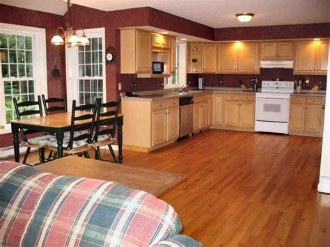 kitchen paint colors with maple cabinets brown walls