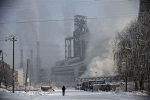 Death and Despair in China's Rustbelt - Bloomberg