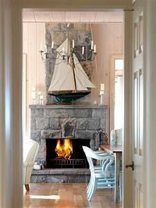 Neue Möbel Geruch : wohnzimmer segelboot steinkamin hellblaue esszimmer st hle maritim maritimer stil pinterest ~ Heinz-duthel.com Haus und Dekorationen