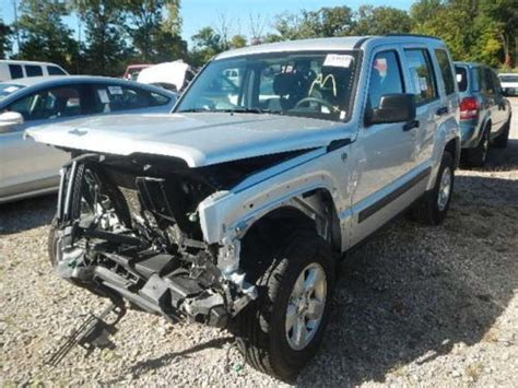 crashed jeep liberty purchase used 2012 jeep liberty 4x4 salvage repairable fix