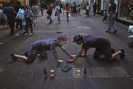 artist  portrait optical illusion chalk drawing