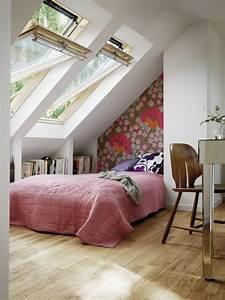 Wohnzimmer Mit Dachschräge : schlafzimmer mit dachschr ge einrichten 640 854 ~ Lizthompson.info Haus und Dekorationen