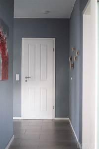 Graue Farbe Wand : fam z flur graue wand wei e landhaust ren garderobe dots innenarchitektur ~ Sanjose-hotels-ca.com Haus und Dekorationen