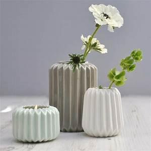 vase gris et pot de fleurs design en 46 idees With chambre bébé design avec pot de fleur gris design