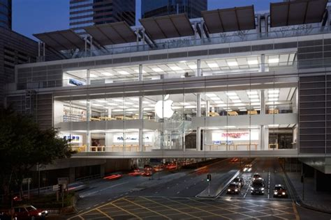apple retail employees hospitalized  battery