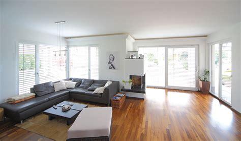 Moderne Häuser Mit Grossen Fenstern by Komfort