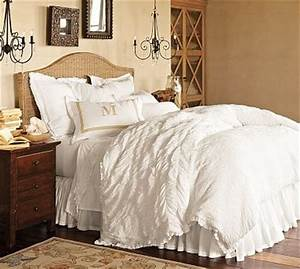 I love the textured white comforters | college | Pinterest ...