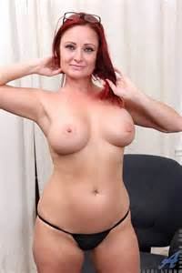 Sexy MILF Sandi Lymm Show Off Her Titties MILF Fox