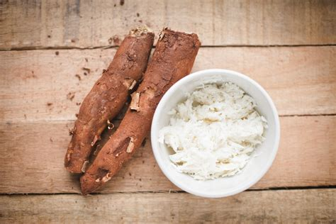 cuisine manioc what is cassava manioc yucca root casabe