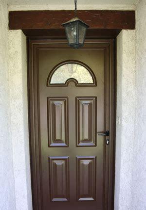 importance disoler une porte dentree en bois