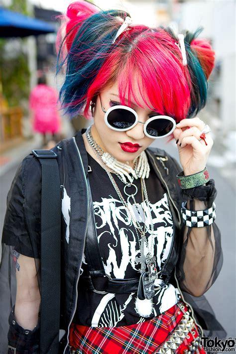 heart panic guitarist  harajuku  pink blue hair plaid