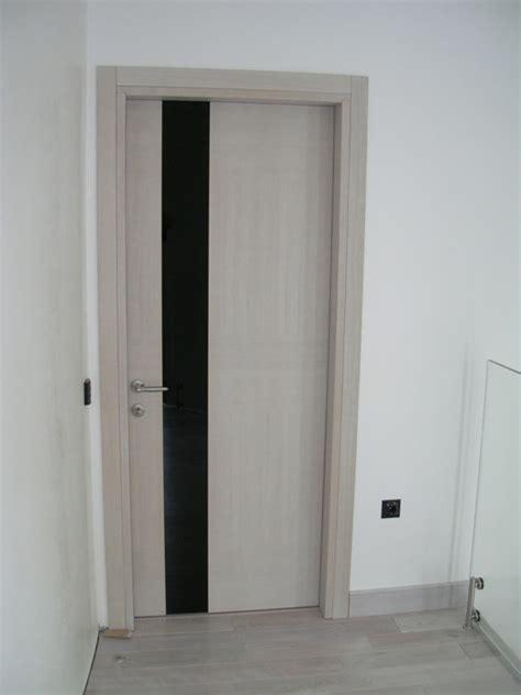 Porta Ingresso Con Vetro by Porta Con Inserto In Vetro Verniciato