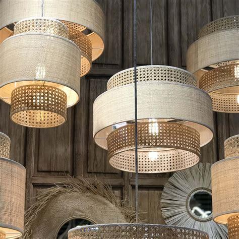 Voir plus d'idées sur le thème abat this versatile lantern will add a soft natural focal point to any room in your home, you can also add. Grand Abat-jour en rotin canné - Naturel   Scandimag Déco