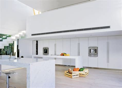 atelier cuisine montpellier cuisine laquée d 39 un blanc immaculé associé au marbre de
