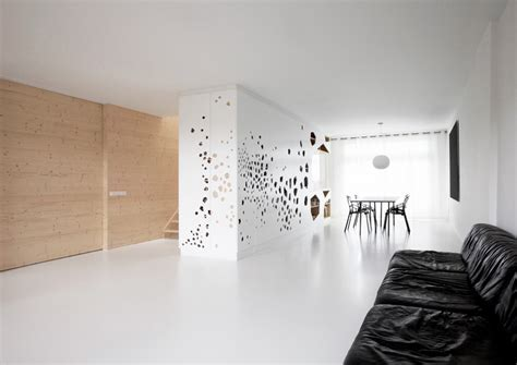 Using White Pine Interior Walls as Defining Feature