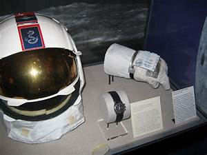 Apollo 13: Commander Lovell's spacesuit markings ...