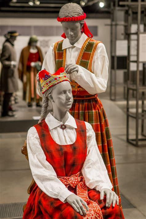 Lielvārdes meitas un sievas tērps — Katram Savu Tautastērpu
