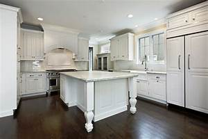 40 beautiful white luxury kitchen decor ideas instaloverz for Kitchen colors with white cabinets with luxury wall art