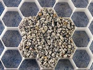 allee gravier granit en kit nid d39abeille gravier With allee de jardin en cailloux 15 gravier decoratif home pro fr