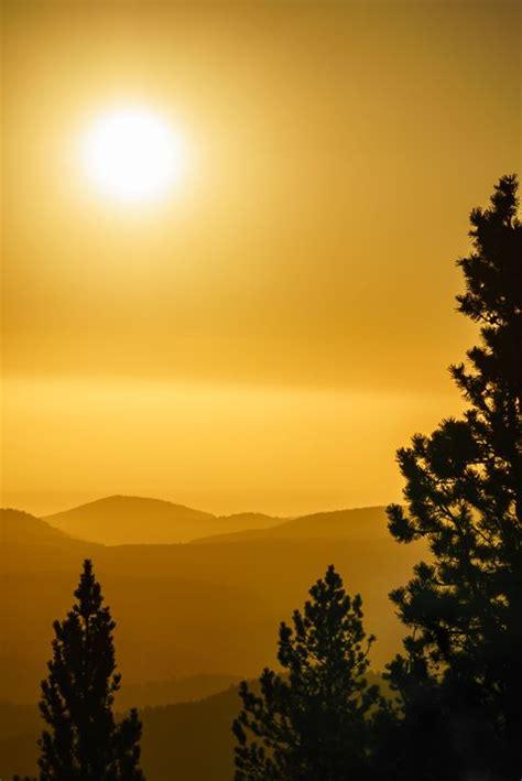 golden sunrise  rocky mountains colorado en