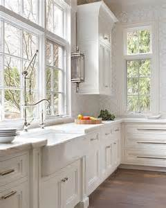 classic kitchen ideas best 25 classic white kitchen ideas on wood floor kitchen classic kitchen cabinets