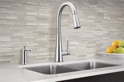 modern pull  kitchen faucet  residential pros
