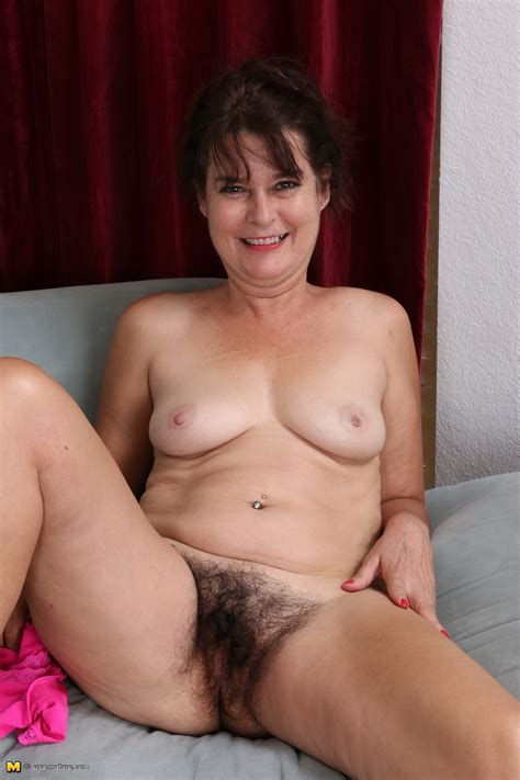 Hairy american Housewife Showing Off Her Bush Fuck Mom Pussy