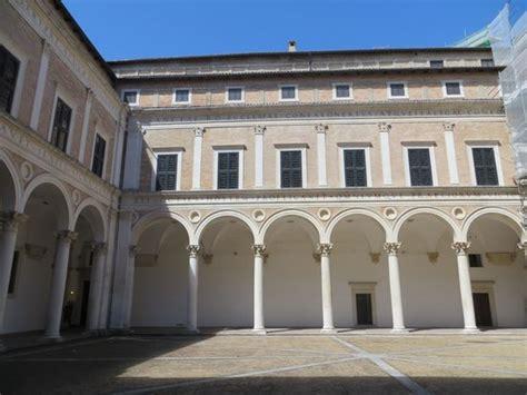 cortile palazzo ducale urbino cortile laurana picture of palazzo ducale urbino