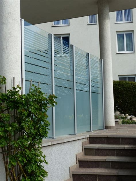 windschutz balkon transparent balkon windschutz aus glas windschutz mit blickdichtem glas pictures to pin on