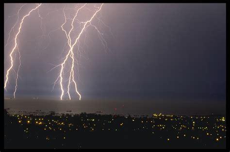 lightning struck  water desktop wallpaper pictures