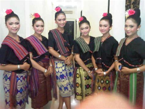 baju adat nusa tenggara barat tradisi tradisional