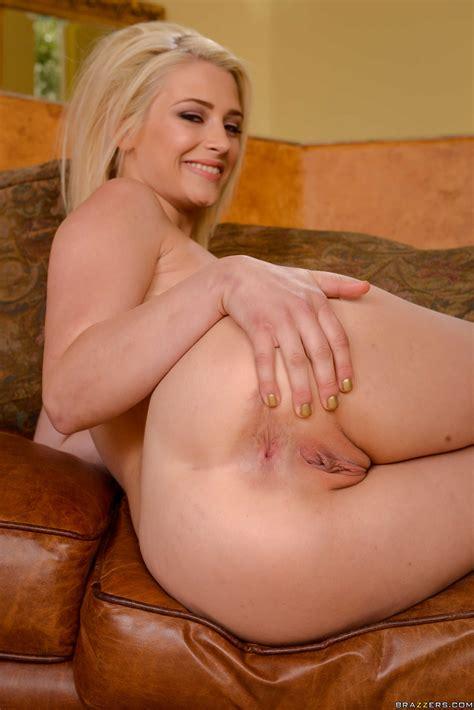 Super Sexy Milf Likes To Have Threesomes Photos Isis Love Aubrey Gold Milf Fox
