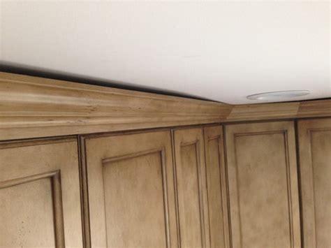 fix gap  ceiling  kitchen crown molding
