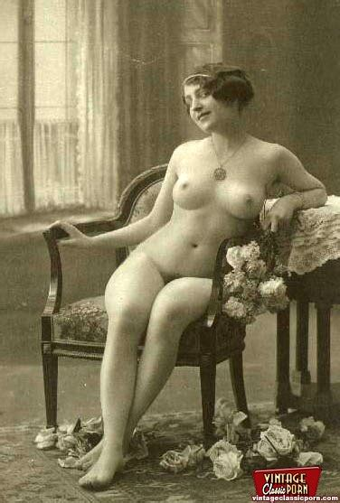 Some Vintage Naked Girls Wearing Flowers In Xxx Dessert