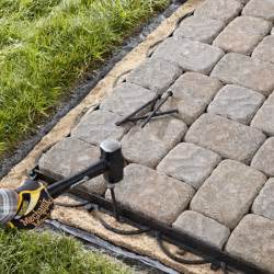 Laying Patio Pavers Instructions by How To Lay A Paver Patio Or Walkway