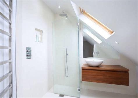 Kleines Badezimmer In Dachschräge faltbare duscht 252 r aus glas und holz waschtisch mit rundem