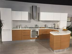 Cucina Moderna Lineare con penisola tonda Modello ZEN Scontata del 65% Cucine a prezzi scontati