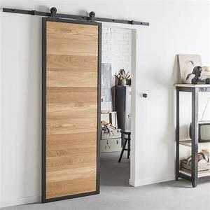 Good tout style industriel pour une porte coulissante en for Porte de garage coulissante et porte chambre prix