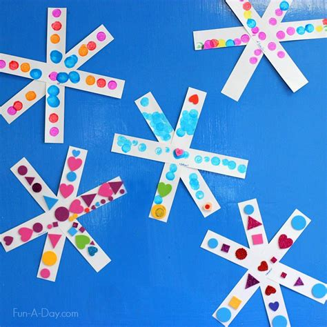 simple symmetry snowflake craft for preschoolers 502 | Simple snowflake craft for kids they can create how they like or explore patterns and symmetry