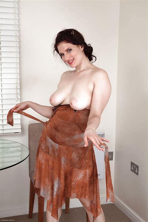 cute nude amateur mature