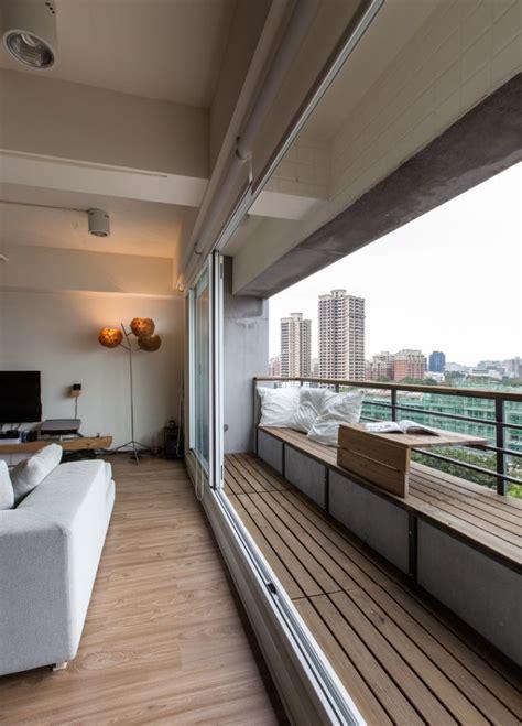 Moderne Häuser Holz Beton by Sitzbank Auf Dem Balkon Aus Beton Und Holz Mit Tisch Am